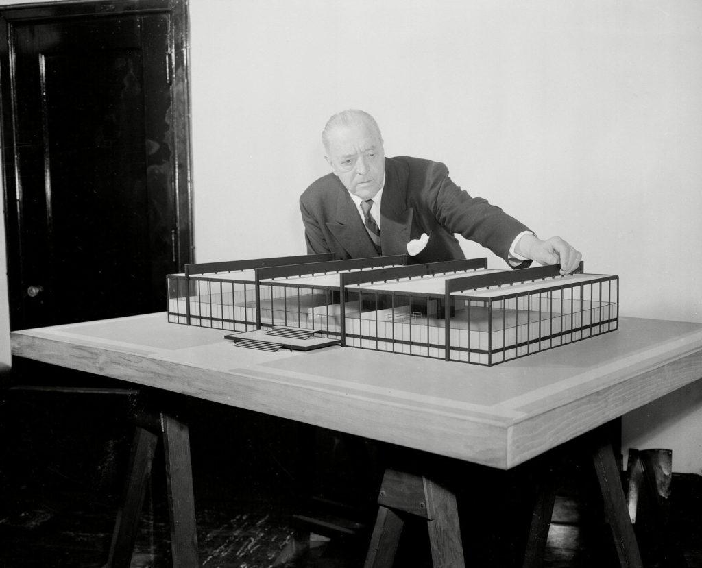 Barcelona Chair Designer Mies Van der Rohe