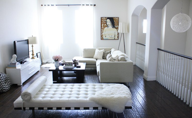 White Barcelona Daybed as part as a Living Room Design